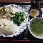 センホンベトナム料理  - 千切り鶏肉と玉ねぎサラダ ¥750