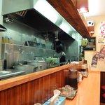 白湯麺屋 - カウンターのみの店内
