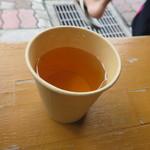 吉田パン - 開店前にもらったお茶