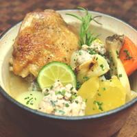 骨付き鶏もも肉とお野菜のココット蒸し