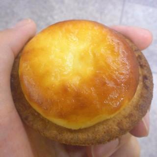 ベイク チーズ タルト - 料理写真:焼き立てチーズタルト