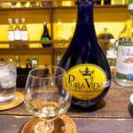 唐辛子バル チレデルナ - アガベ100%テキーラ「プラ・ヴィーダ」レポサド(¥972)。ほのかな樽香を楽しむなら、レポサドがお勧めだ