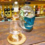 唐辛子バル チレデルナ - アガベ100%テキーラ「ムチャリガ」ブランコ(¥648)。瓶のデザインは、メキシコの覆面プロレスラー!