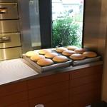 りくろーおじさんの店 - 1610 りくろーおじさんのお店 焼き立てチーズケーキ フワッフワです
