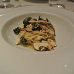 リストランテ テルツィーナ - 料理写真:日高産松茸とズワイ蟹のアーリオオーリオ タリオリーニ