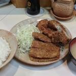 とりかつ チキン - 三品定食(800円)です。