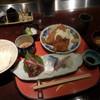 八重洲 とよだ - 料理写真:揚げ物と刺身定食