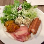 ブッフェダイニング ケッヘル - 朝食ブッフェ 横浜らしくシュウマイがありましたよ。