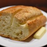 自家製パスタ洋食堂 マルブン - バターバゲット
