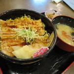 大洗 お魚食堂 - でか穴子丼1300円(内税)。