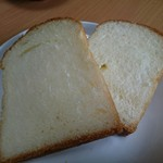 KOUB - やまべ牛乳食パン(350円) 断面