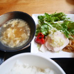 中国菜シンペイ - スープ、蒸し鶏、サラダ