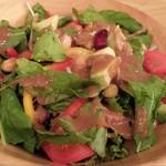 57247091 - アボカドとルッコラと15種類のグリーンサラダ