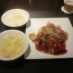 中国料理 白金亭 - 銘柄豚(金華豚)の酢豚 黒酢ハチミツソース、スープ、ご飯