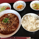 運城飯店 - ニラ刀削麺ランチセット
