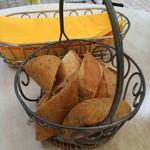 ブラッスリー ルヴェ ソン ヴェール - セットのパン