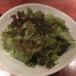 銀座酒場 マルハチ - ごま油のサラダ