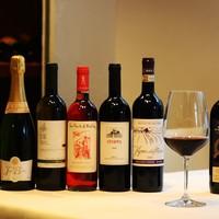 コースの一皿ごとに合わせた自然派ワインのペアリング