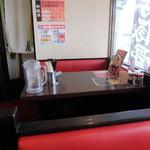 祭家 - テーブル席の様子