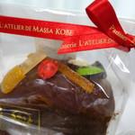 ラトリエ・ドゥ・マッサ - ケーク オ ショコラ  可愛いてんとう虫がのっています♪