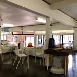 マテリア - すっきり広々な店内飲食スペース!
