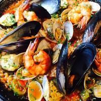 スペインバル料理と日本食材の融合をテーマとしています