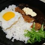 丼ぶり屋台 - おかやまデミかつ丼 税別900円