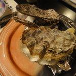 村上水軍 - 焼き牡蠣。は牡蠣のエキスが出てて美味しい~