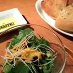 イルピーノ - 料理写真:ランチのサラダ&パン