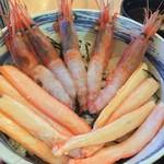 おけしょう鮮魚の海中苑 - 料理写真:カニ・・エビ丼 海老が甘くて大きくてプリプリ♪