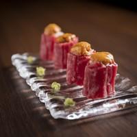 雲丹と特選赤身肉のロール寿司(4貫)