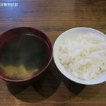 味かね食堂 - スープは玉子とワカメの中華風