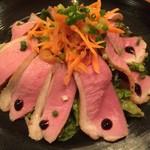 57458154 - 自家製燻製、合鴨ロースのロースト サラダ仕立て。鴨肉と燻製の風味が相まって、たまりません(´∀`●)