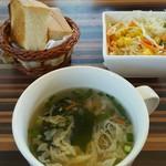 コーヒーハウス タップチップス - スープ、サラダ、パン
