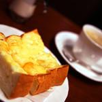 サンシャイン - チーズトーストの味はマーマレードです。