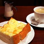 サンシャイン - チーズトーストのモーニングセット。