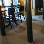 おかめ食堂 - テーブル席。