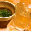 恵水産 - 料理写真:辛口の日本酒と、お通しのめかぶ