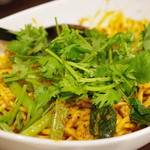 中国家庭料理 楊 - 汁無し担々麺(ミックス後、オプションの香菜トッピング)