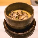 鮓 きずな - 茶わん蒸しは味付けは濃厚ですが、椎茸と穴子の味わいがいい。