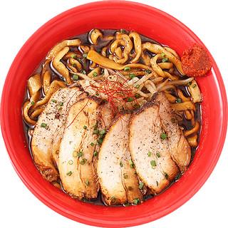 極太乱切り麺+肉4枚、黒醤油+黒コショウの鮮烈な辛さ!