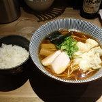 中華soba いそべ - 黒旨にこにこワンタン麺900円 ライス100円