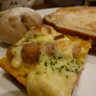 パンオルヴァン - 料理写真:2016年10月 ピザパンのチーズ、美味しい^^