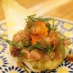 ロットチェント - マグロのタルタル アンディーブのお皿で(750円)