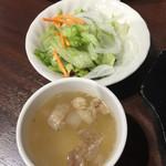 いきなり!ステーキ - セットのサラダ、スープ
