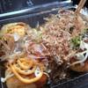たこQ - 料理写真:たこ焼き5個150円(ソース味で半分チーズソース掛け)