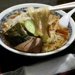 栄屋本店 - コシが強くてツルッとした食感の麺
