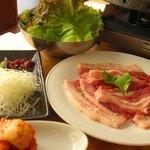 こさり - 和豚もち豚という銘柄豚でサンギョプサルをしてます。お肉が柔らかく美味しいです