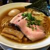 らーめん本竈 - 料理写真:醤油ラーメン全部入り。麺の粉っぽさが気になりましたが、スープ具材共にさすがの完成度!ただ、ちょっとショッパイねw