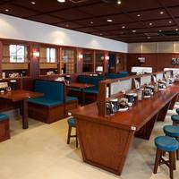 カウンター席・テーブル席・お座敷「全66席」の広々とした店内